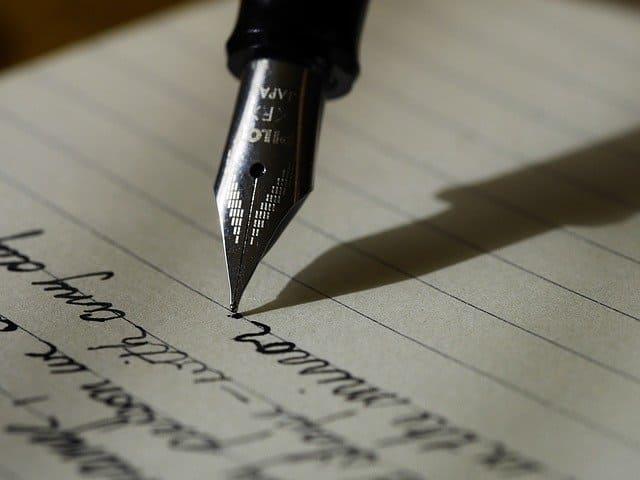 Plume écrivant